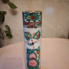 Antigüedades: PRECIOSO JARRON DE PORCELANA JAPONESA PINTADO A MANO SELLADO. Lote 236904995