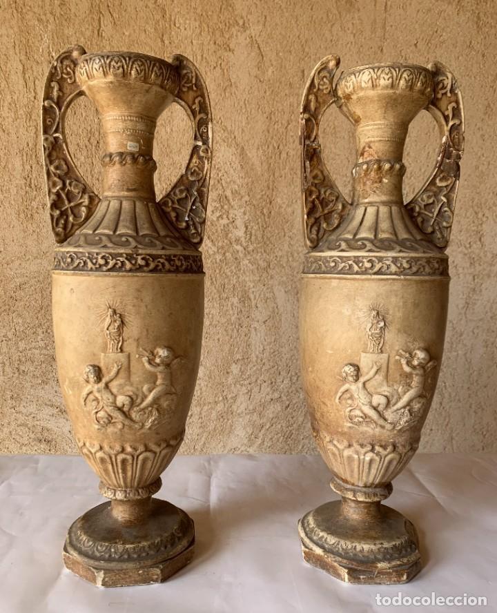 PAREJA DE JARRONES ANTIGUOS DE ESTUCO . VIRGEN DEL PILAR . CERAMICA ARAGONESA . ZARAGOZA . (Antigüedades - Porcelanas y Cerámicas - Otras)