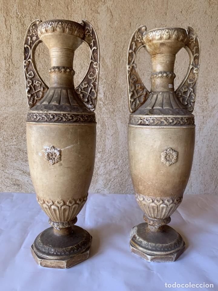 Antigüedades: PAREJA DE JARRONES ANTIGUOS DE ESTUCO . VIRGEN DEL PILAR . CERAMICA ARAGONESA . ZARAGOZA . - Foto 3 - 236911930