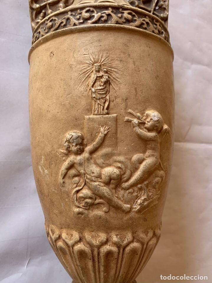 Antigüedades: PAREJA DE JARRONES ANTIGUOS DE ESTUCO . VIRGEN DEL PILAR . CERAMICA ARAGONESA . ZARAGOZA . - Foto 5 - 236911930