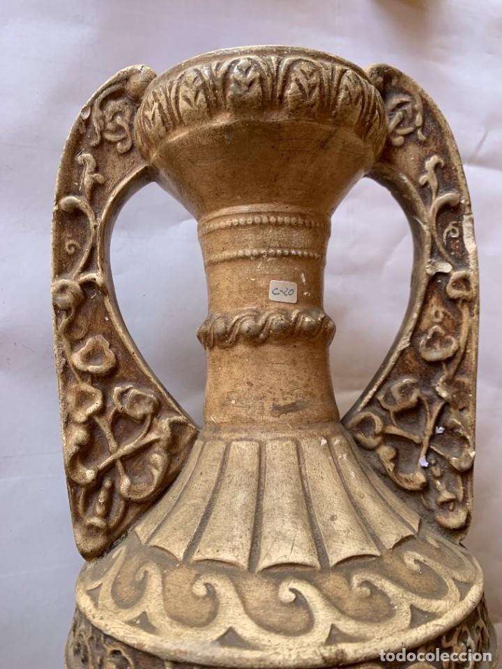 Antigüedades: PAREJA DE JARRONES ANTIGUOS DE ESTUCO . VIRGEN DEL PILAR . CERAMICA ARAGONESA . ZARAGOZA . - Foto 6 - 236911930