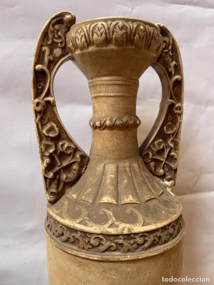 Antigüedades: PAREJA DE JARRONES ANTIGUOS DE ESTUCO . VIRGEN DEL PILAR . CERAMICA ARAGONESA . ZARAGOZA . - Foto 9 - 236911930