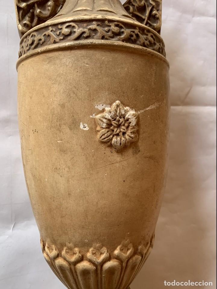 Antigüedades: PAREJA DE JARRONES ANTIGUOS DE ESTUCO . VIRGEN DEL PILAR . CERAMICA ARAGONESA . ZARAGOZA . - Foto 10 - 236911930