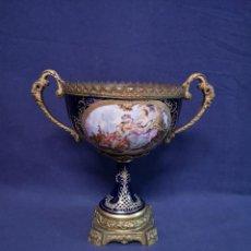 Antigüedades: CENTRO DE PORCELANA ESTILO SEVRES. Lote 236918600