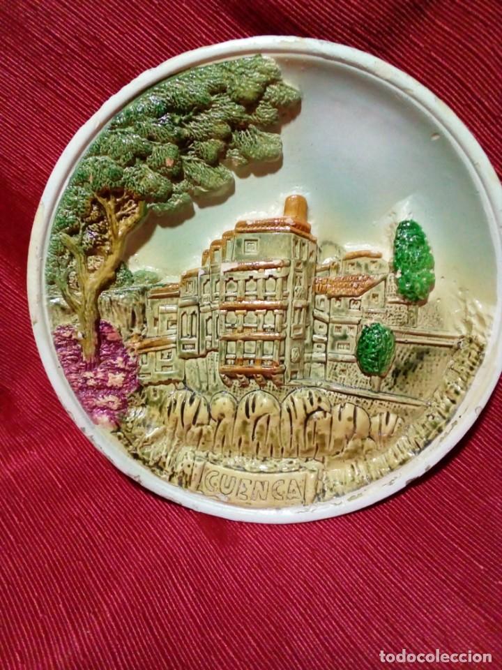 Antigüedades: bonito plato de ceramica con relieve-recuerdo de Cuenca - Foto 2 - 236927435