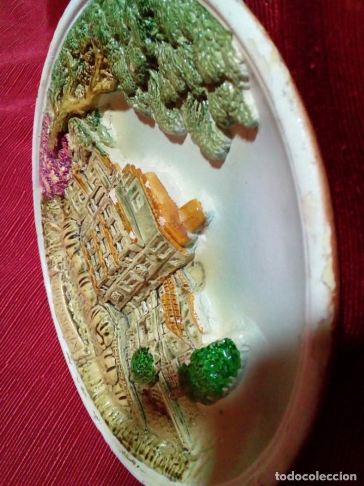 Antigüedades: bonito plato de ceramica con relieve-recuerdo de Cuenca - Foto 4 - 236927435