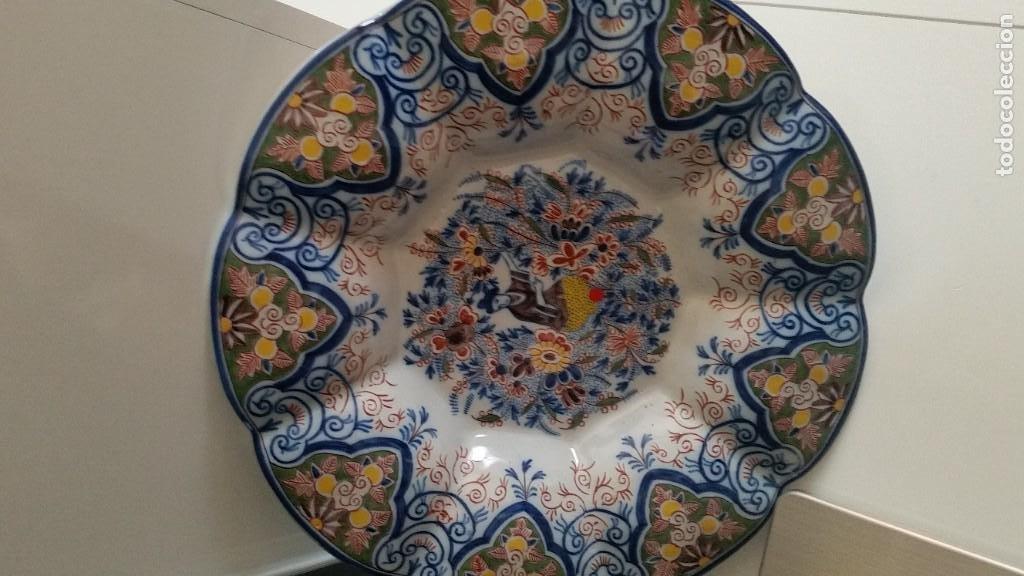 GRANDE PLATO DE COLECION Y DECORACION PORCELANA M. CHINA HECHA A PINTURA EN RELIEVO (Antigüedades - Porcelanas y Cerámicas - China)