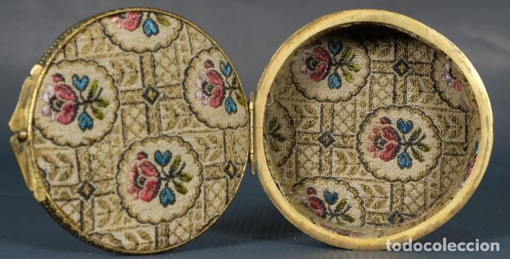Antigüedades: Pequeña caja en bronce con escena mitológica en relieve siglo XIX - Foto 4 - 236964435
