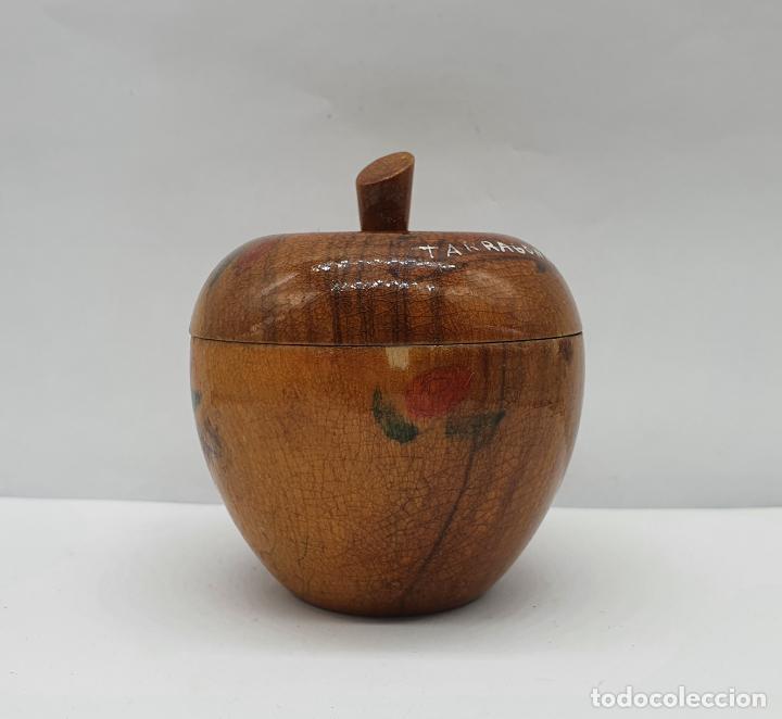 Antigüedades: Cofre joyero antiguo en forma de manzana de madera de olivo bellamente decorado con folclore . - Foto 2 - 236966915