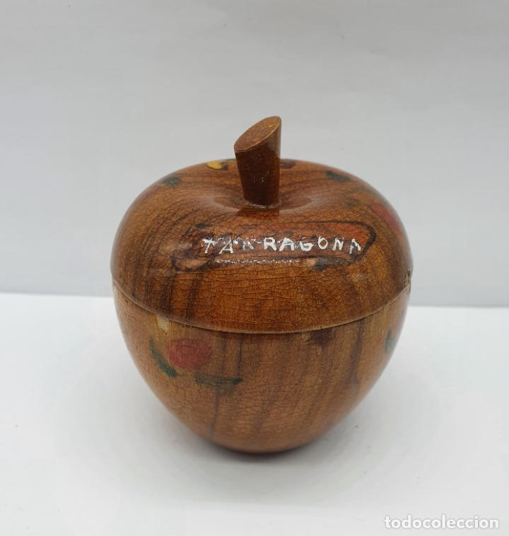 Antigüedades: Cofre joyero antiguo en forma de manzana de madera de olivo bellamente decorado con folclore . - Foto 4 - 236966915