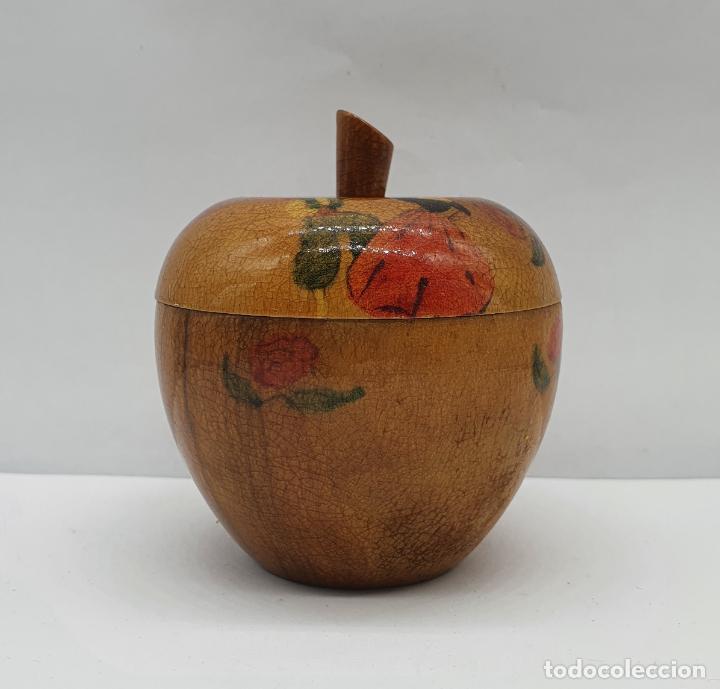 Antigüedades: Cofre joyero antiguo en forma de manzana de madera de olivo bellamente decorado con folclore . - Foto 3 - 236966915