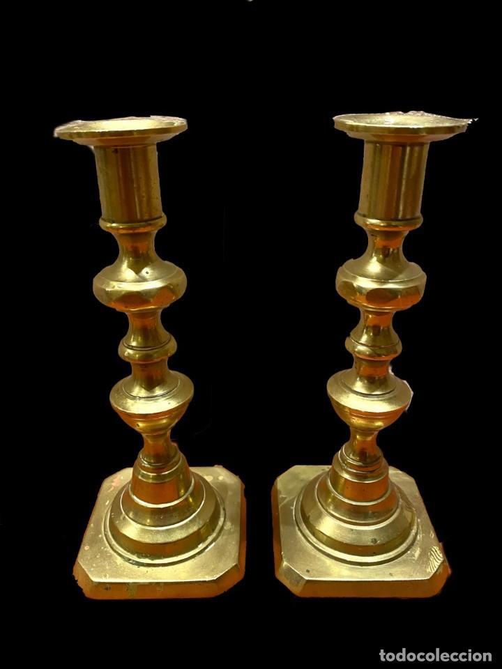 CANDELABROS INGLESES DE BRONCE, MUY ANTIGUOS.COQUETOS. (Antigüedades - Iluminación - Candelabros Antiguos)