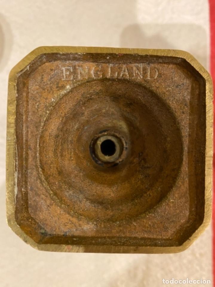 Antigüedades: candelabros ingleses de bronce, muy antiguos.Coquetos. - Foto 2 - 236981760