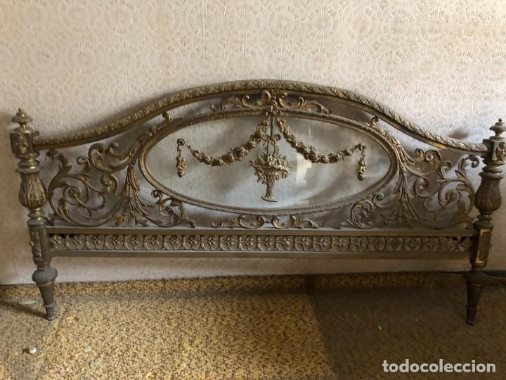 Antigüedades: Cabecero y pie de cama antiguo bronce y cristal - Foto 4 - 236985960
