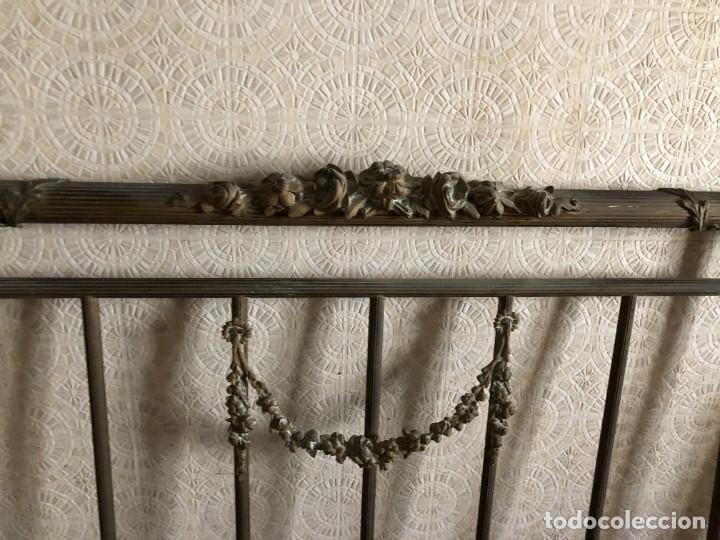 Antigüedades: Cabecero y pie de cama antiguo de bronce - Foto 2 - 236990915