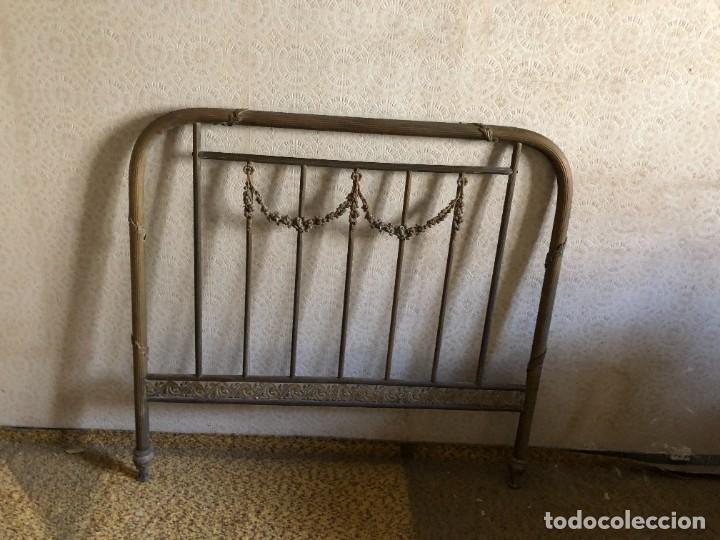 Antigüedades: Cabecero y pie de cama antiguo de bronce - Foto 4 - 236990915