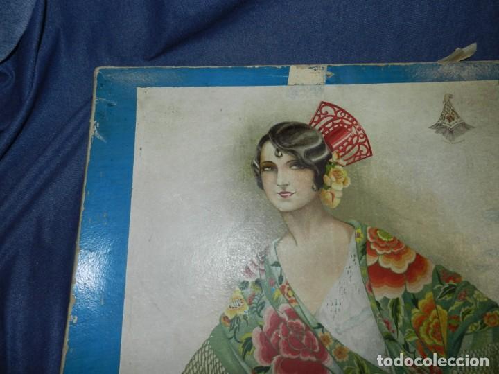 Antigüedades: (M) CAJA ANTIGUA PARA MANTÓN DE MANILA, CAJA DE PRINCIPIOS DEL S.XX, 56X56X4CM - Foto 6 - 237076520