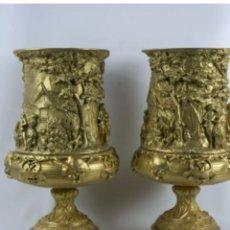 Antigüedades: PAREJA DE COPAS EN BRONCE.. Lote 237159655