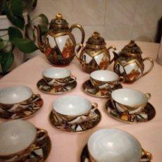 Antigüedades: PRECIOSO SERVICIO DE CAFÉ DE PORCELANA PINTADO A MANO SATSUMA, SELLADO. 17 PIEZAS. Lote 237173185