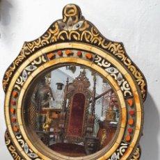 Antigüedades: ESPEJO DDE MADERA CON INCRUSTACIONES DE HUESO. Lote 237216360