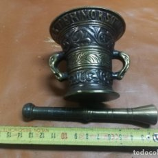 Antigüedades: ANTIGUO ALMIREZ / MORTERO DE BRONCE CON SU MANO - GRABADO MEDIDAS 7,5 X 8 CM FARMACIA. Lote 237222075