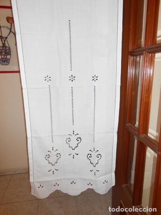 Antigüedades: Panel cortina BLANCO Bordado vainicas y recortes. 80 x 180 cm. Nuevo - Foto 3 - 237305110