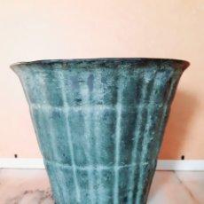 Oggetti Antichi: MACETA CERÁMICA NEGRA.. Lote 237321695
