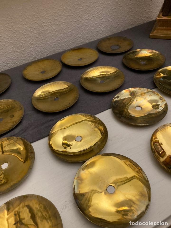 JUEGO DE 16 PLATILLOS PARA CERA DE CANDELABRO. (Antigüedades - Religiosas - Orfebrería Antigua)