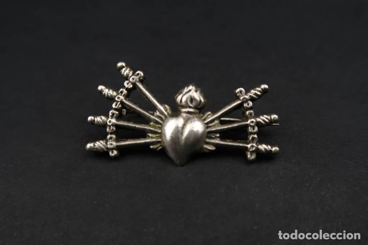 Antigüedades: Antiguo Broche Corazón con Puñales de Plata - Foto 3 - 237326480