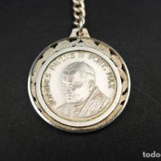 Antigüedades: ANTIGUO LLAVERO DE PLATA PAPA JOANNES PAULUS II. Lote 237326730
