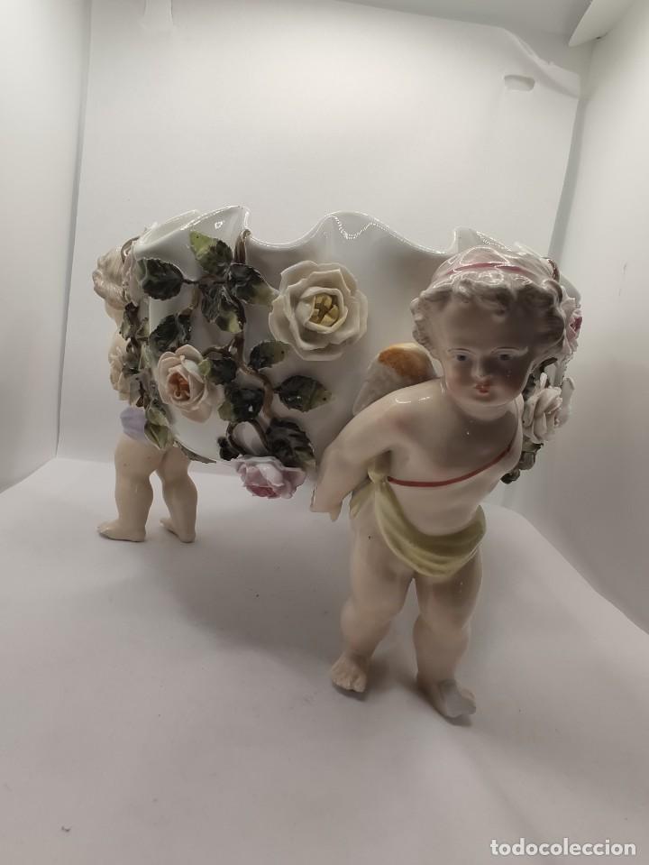 PORCELANA S. XX MEISSEN PORCELAIN ALEMANA NIÑOS ATLAS CENTRO ( CAPODIMONTE MEISSEN ) (Antigüedades - Porcelana y Cerámica - Alemana - Meissen)