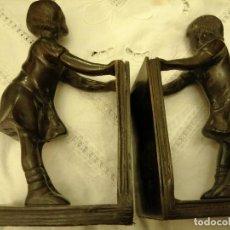 Antigüedades: SUJETALIBROS METÁLICOS, MUY PESADOS. Lote 237372310