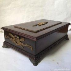 Antigüedades: ANTIGUO COFRE - JOYERO , ESTILO IMPERIO -SIGLO XIX , MADERA Y BRONCE. Lote 237383730