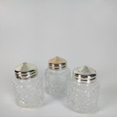 Antigüedades: SET OF THREE ANTIQUE CRYSTAL SALT AND PEPPER SMALL CONTAINERS FROM IRELAND.. Lote 237393895