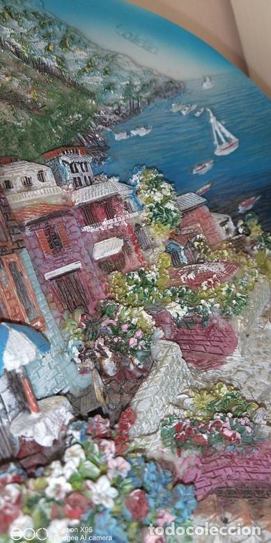 Antigüedades: PLATO DECORACIÓN ,EN RELIEVE DE CALELLA, MAR,MONTAÑA, PAISAJE,CASA,BARCO - Foto 3 - 237439725