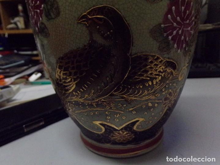Antigüedades: precioso jarron porcelana de japon pintado a mano satsuma con bonita marca en la base - Foto 2 - 237466390
