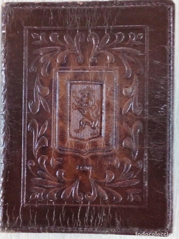 Antigüedades: Antigua cubierta de cuero repujado Escudo de León - Foto 3 - 237499105