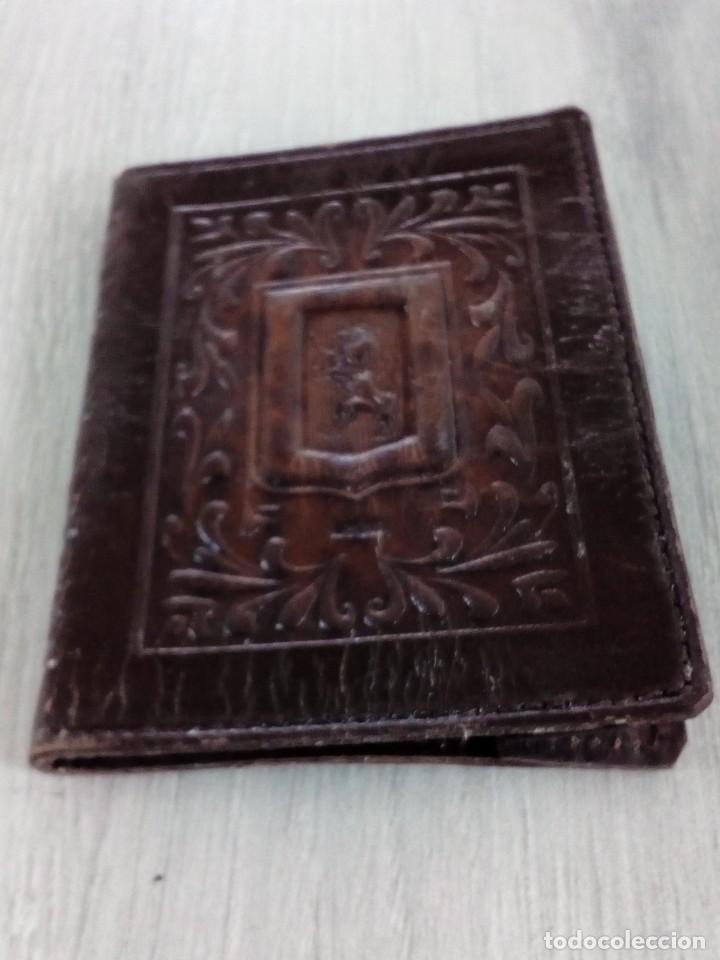 Antigüedades: Antigua cubierta de cuero repujado Escudo de León - Foto 4 - 237499105