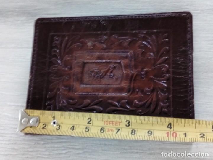 Antigüedades: Antigua cubierta de cuero repujado Escudo de León - Foto 5 - 237499105