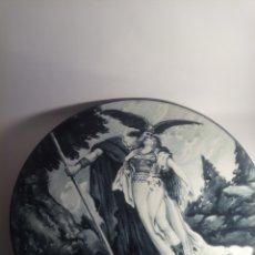 Antigüedades: PLATO ANTIGUO FIRMADO MARCOS. Lote 237558470