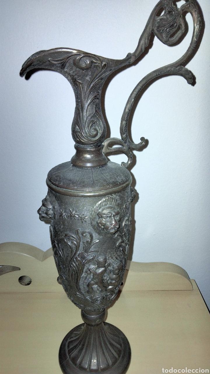 Antigüedades: PAREJAS DE JARRITAS EN METAL CON GRABADOS - Foto 6 - 237562045