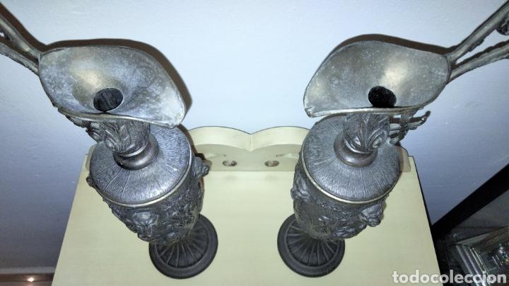 Antigüedades: PAREJAS DE JARRITAS EN METAL CON GRABADOS - Foto 5 - 237562045