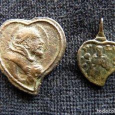 Antigüedades: LOTE DE 2 ANTIGUAS MEDALLAS CON FORMA DE CORAZÓN. S. XVII-XVIII (14). Lote 237625215