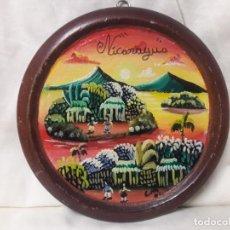 Antigüedades: PLATO DE MADERA PINTADO AL ÓLEO, NICARAGUA / MIDE 15 CMS.. Lote 237626140