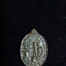 Antigüedades: ANTIGUA MEDALLA N.SRA. DE MONSERRAT. NIÑO CON SIERRA. S. XVIII (17). Lote 237626275