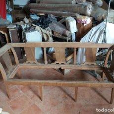 Antiquités: FANTÁSTICO BANCO ANTIGUO EN MADERA DE NOGAL PARA RESTAURAR.. Lote 237639735