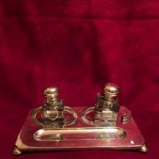 Antigüedades: ESCRIBANÍA DE METAL PLATEADO. DIMENSIONES: 32X20 CM. Lote 237650755