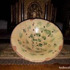 Antigüedades: COLADOR O ESCURRIDOR DE CERÁMICA VIDRIADA CATALANA. Lote 237672435