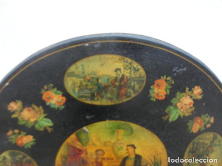 Antigüedades: Velador antiguo isabelino SXIX, la tapa es abatible, til-top, tematica oriental - Foto 3 - 237682535