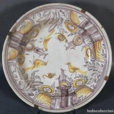 Antigüedades: PLATO EN CERÁMICA DE RIBESALBES DECORADO CON AVES SIGLO XIX. Lote 237746600